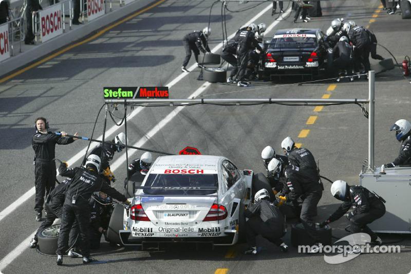Pitstop practice for Markus Winkelhock