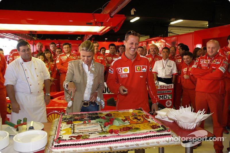 Michael Schumacher kutlama yapıyor 200th Grand Prix ve eşi Corinna