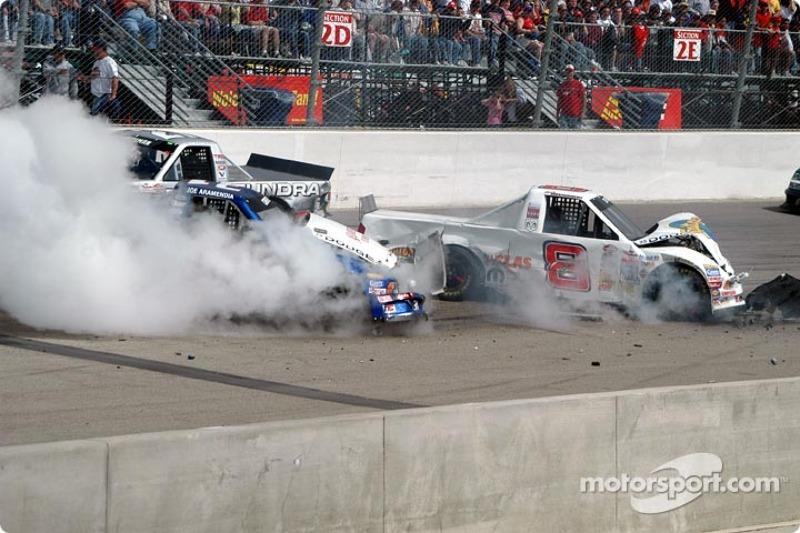 Les pick-ups accidentés de Chase Montgomery et Joe Aramendia
