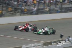 Dan Wheldon and Tony Kanaan battle for the lead