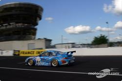 La Porsche 911 GT3 RSR n°81 de The Racers Group (Ian Donaldson, Gregor Fisken, Lars-Erik Nielsen)
