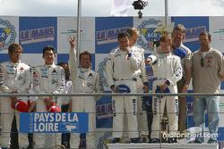 Podium GT : les vainqueurs Sascha Maassen, Jorg Bergmeister, Patrick Long, avec Kazuyuki Nishizawa, Haruki Kurosawa, Manabu Orido