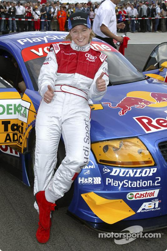 Claudia Pechstein mit dem Audi-Renntaxi