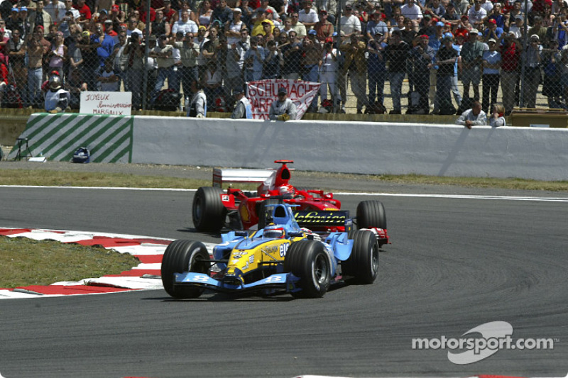 ...que lidera 32 vueltas superado por Michael Schumacher con el Ferrari.