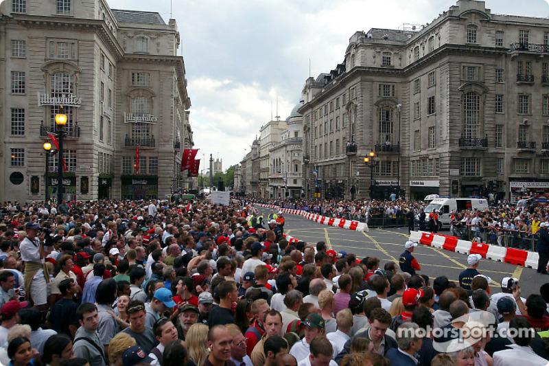 Парад Ф1 на Риджент-стрит