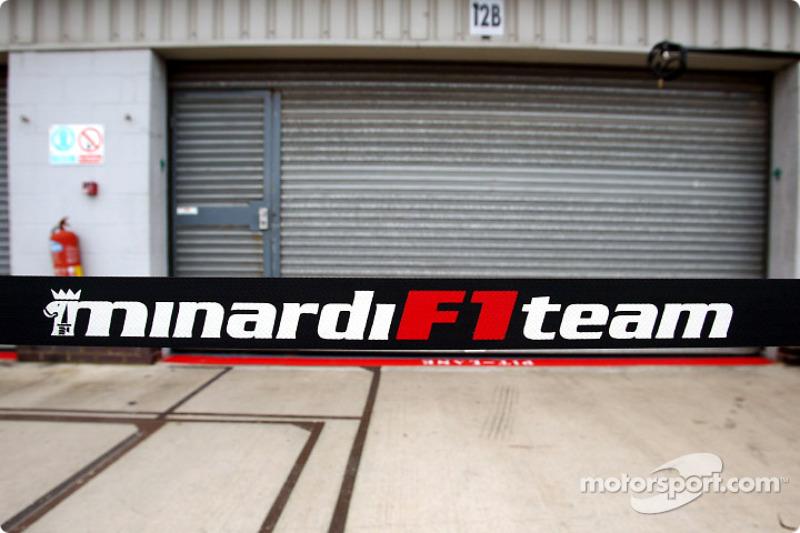 Zona de pits de Minardi