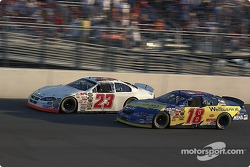 Bobby Labonte puts a pass on Shane Hmiel