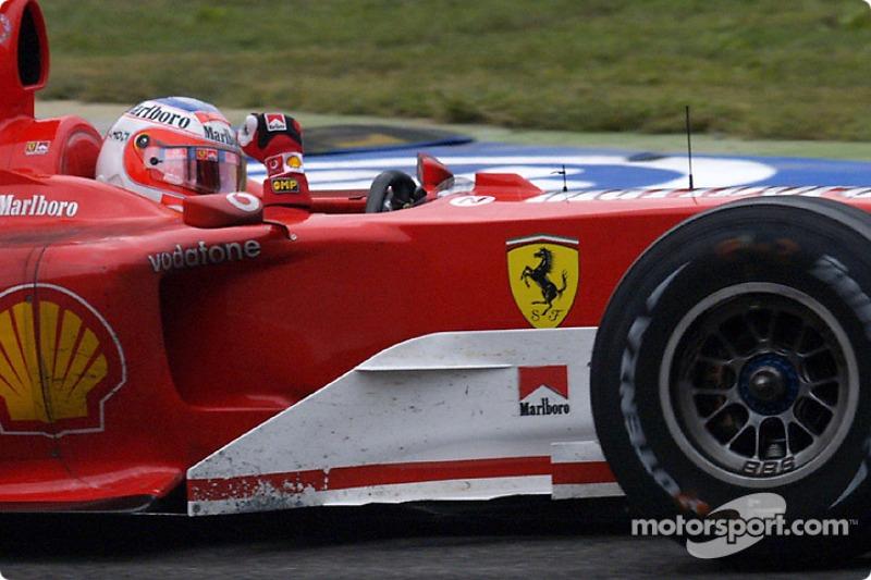 Ganador de la carrera que Rubens Barrichello celebra