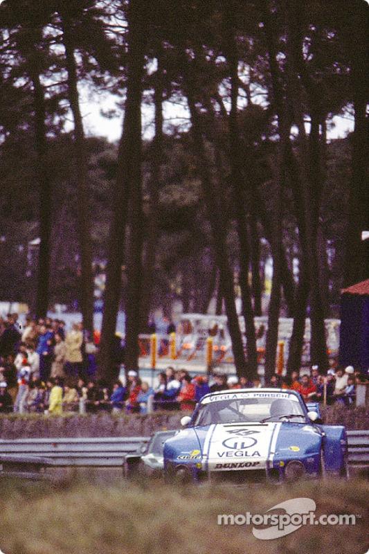 La Porsche 935 n°49 Vegla Racing Team : Harald Grohs, Dieter Schornstein, Götz von Tschirnhaus