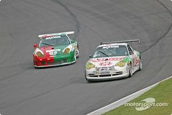 La Porsche GT3 Cup n°38 TPC Racing : Marc Bunting, Andy Lally, la Porsche GT3 RS n°84 Acme Motorsport : Paul Mortimer, Tim McKenzie