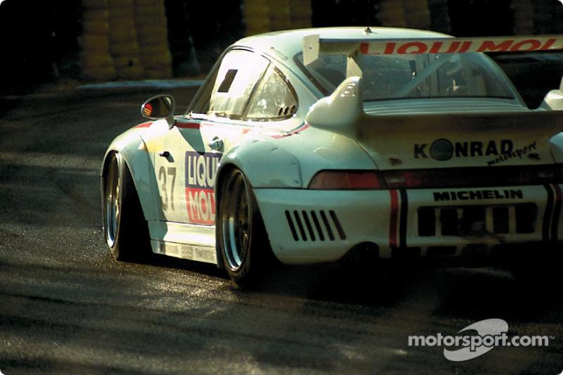 1996 год. Экипаж Франца Конрада, Антонио Хермана и Видо Ресслера, Porsche 911 GT2 Evo