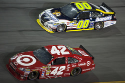 Juan Pablo Montoya, Earnhardt Ganassi Racing Chevrolet, David Reutimann, Michael Waltrip Racing Toyota