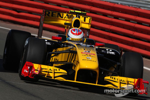 Pirelli will test with the 2010 Renault