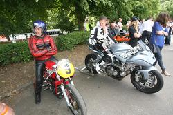 Freddie Sheene on the Icon Sheene admires Paul Galles' Moto Morini 250 GP Bialbero