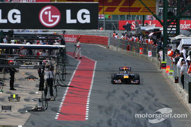 Sebastian Vettel, Red Bull Racing, pits