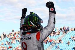 Jamie Whincup remporte la course 1 au Townsville 400 pour le TeamVodafone
