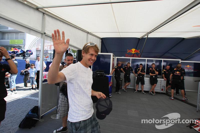 Sebastian Vettel, Red Bull Racing, met de media