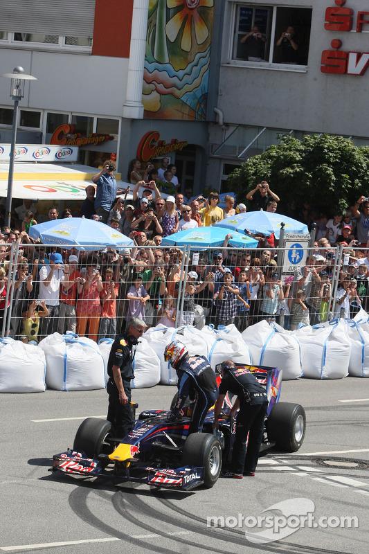 Sebastian Vettel, Red Bull Racing doet demo