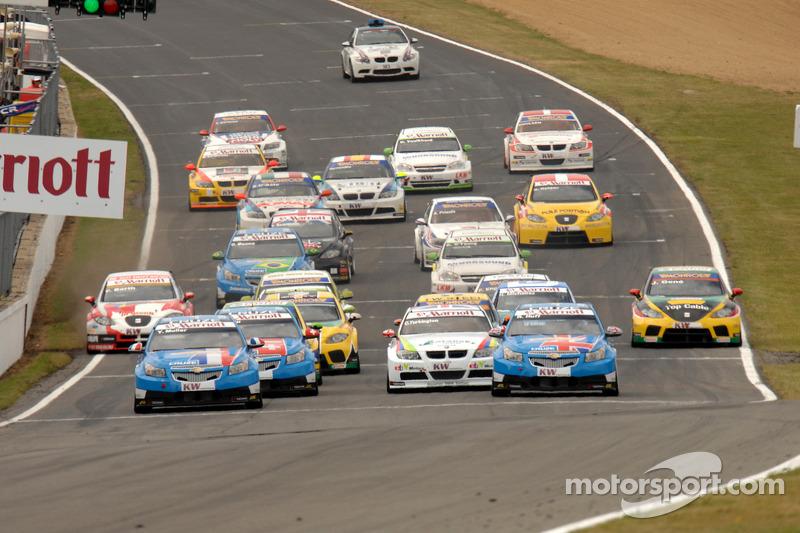 Chevrolets aan de leiding bij de start