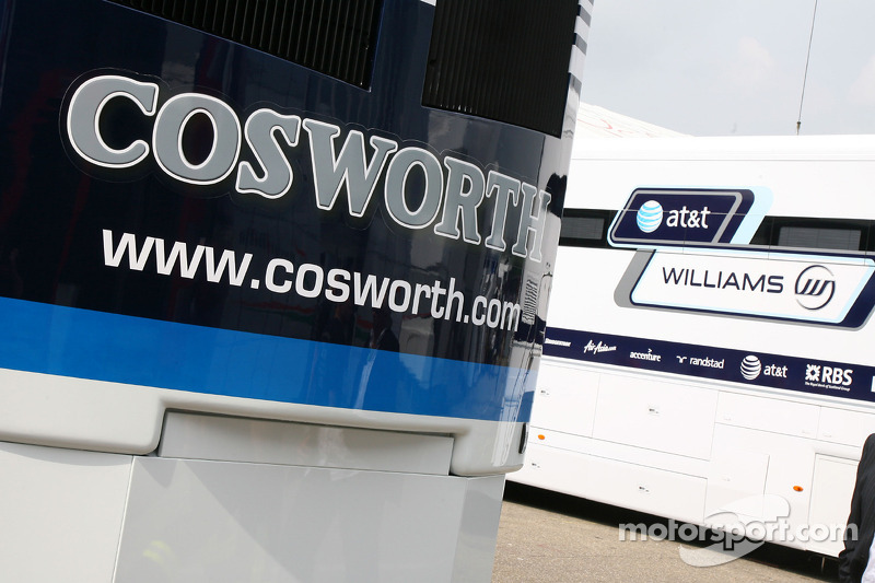 Cosworth truck in de paddock