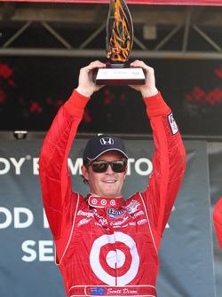 Podium: race winner Scott Dixon, Target Chip Ganassi Racing