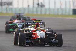 Rio Haryanto leads Nigel Melker