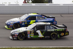 Jamie McMurray, Earnhardt Ganassi Racing Chevrolet and Mark Martin, Hendrick Motorsports Chevrolet
