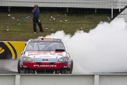 vainqueur Greg Biffle, Roush Fenway Racing Ford fête son succès