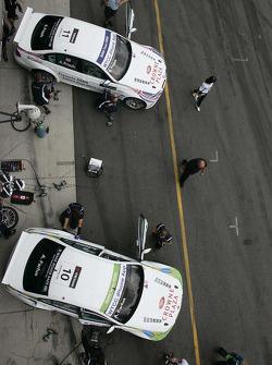 Andy Priaulx BMW Team RBM BMW 320si en Augusto Farfus BMW Team RBM BMW 320si