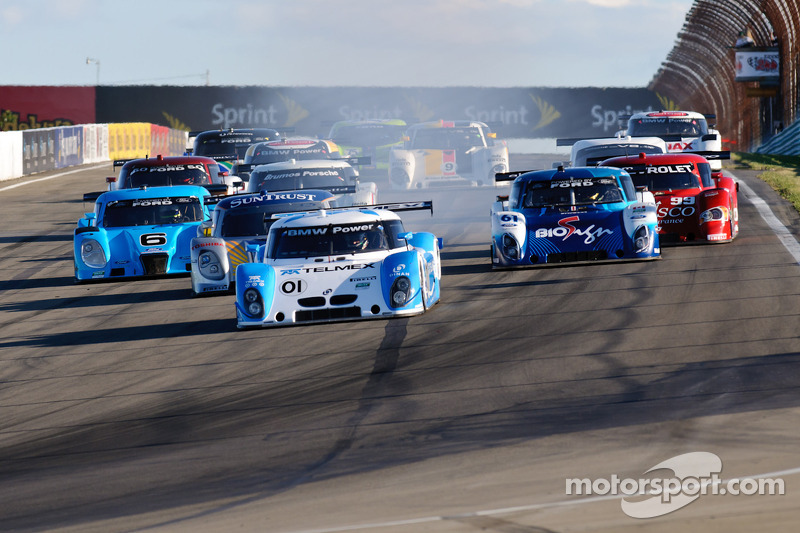 DP start: #01 Chip Ganassi Racing with Felix Sabates BMW Riley: Scott Pruett, Memo Rojas voert het veld aan