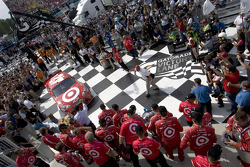 Race winner Juan Pablo Montoya, Earnhardt Ganassi Racing Chevrolet enters victory lane