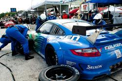 Pitstop #17 Team Falken Tire Porsche 911 GT3 RSR: Bryan Sellers, Wolf Henzler