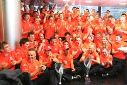 McLaren Mercedes en liesse