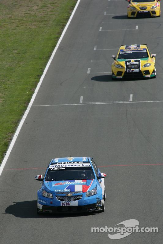 Yvan Muller Chevrolet, Chevrolet Cruze LT