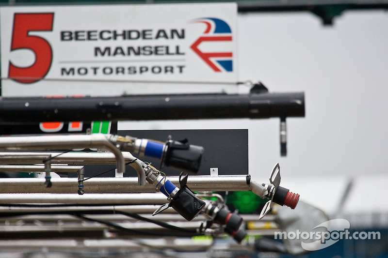 Fuel Lines In the pit lane