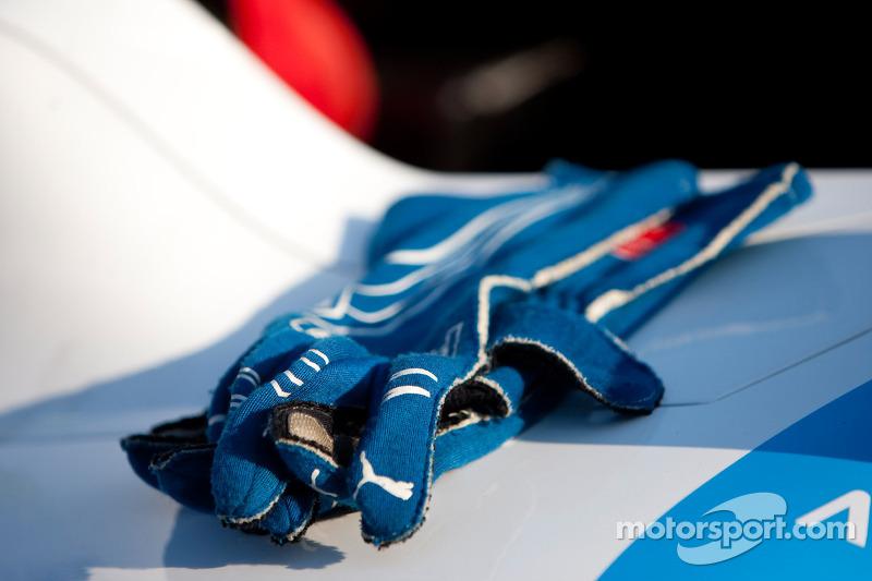 Handschoenen van Felipe Guimaraes