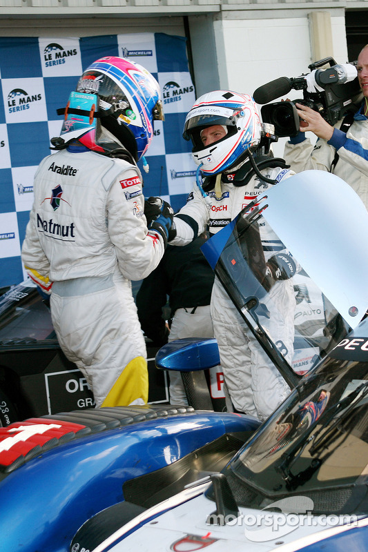 Race winner Anthony Davidson celebrates with Stéphane Sarrazin