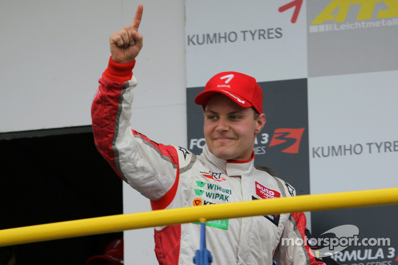Podium: race winner Valtteri Bottas, ART Grand Prix Dallara F308 Mercedes