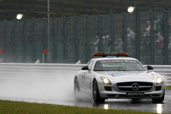 Safety car check the track condition before qualifying
