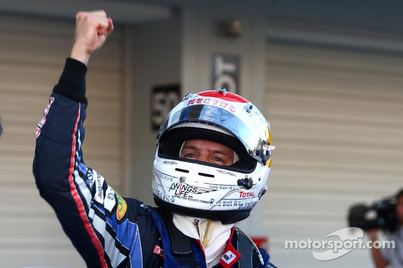 Race winnaar Sebastian Vettel, Red Bull Racing viert