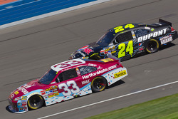 Clint Bowyer, Richard Childress Racing Chevrolet, Jeff Gordon, Hendrick Motorsports Chevrolet