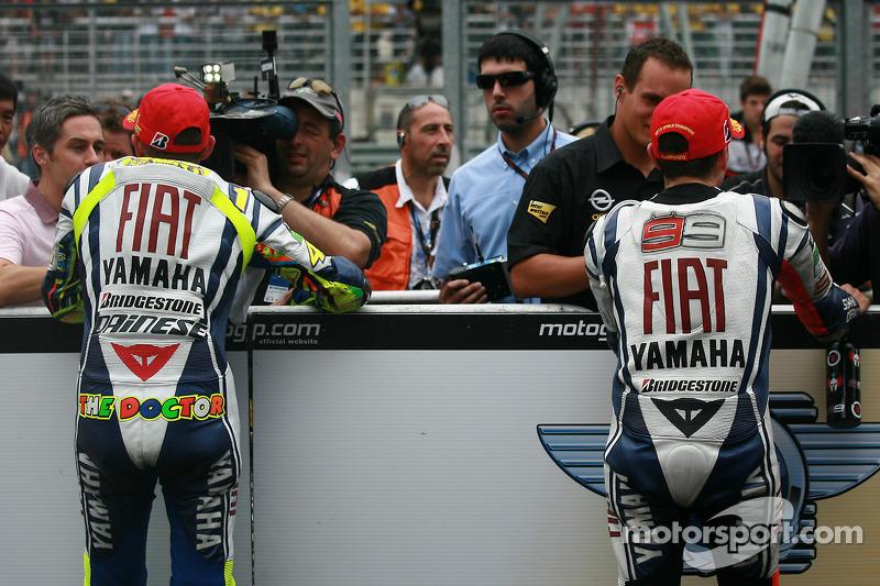 Race winnaar Valentino Rossi, Fiat Yamaha Team en 2010 MotoGP kampioen Jorge Lorenzo, Fiat Yamaha Team