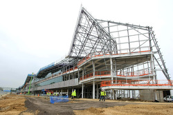 Construction progress, Silverstone'in yeni pit, padok ve conference complex that is scheduled for completion 2011