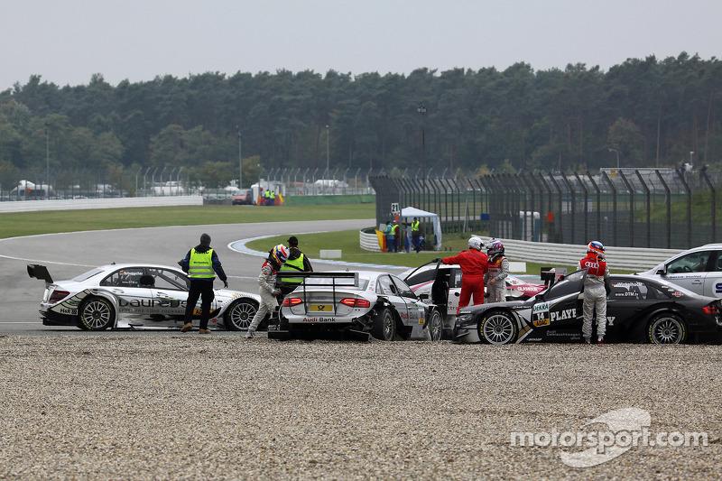 Crash bij de start: Ralf Schumacher, Team HWA AMG Mercedes C-Klasse, David Coulthard, Mücke Motorsp