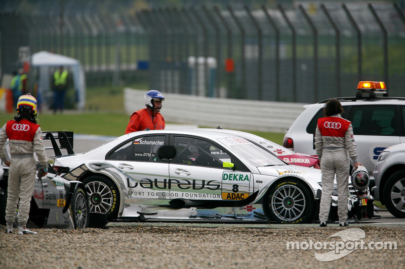 Crash bij de start: Katherine Legge, Audi Sport Team Rosberg Audi A4 DTM