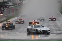 Гонка за машиною безпеки, лідер - Себастьян Феттель, Red Bull Racing