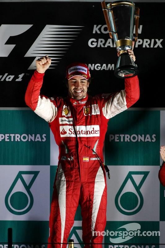 Podium: race winnaar Fernando Alonso, Scuderia Ferrari