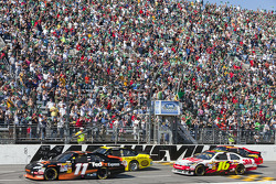 Start: Denny Hamlin, Joe Gibbs Racing Toyota and Marcos Ambrose, JTG Daugherty Racing Toyota lead the field
