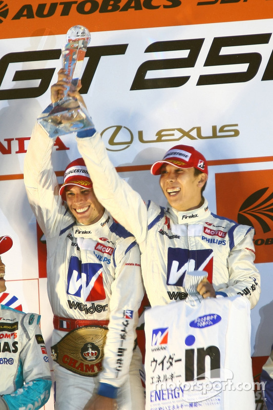 Podium GT500 kampioenen: #18 Weider HSV-010: Takashi Kogure, Loic Duval