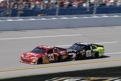 Clint Bowyer, Richard Childress Racing Chevrolet, Dale Earnhardt Jr., Hendrick Motorsports Chevrolet